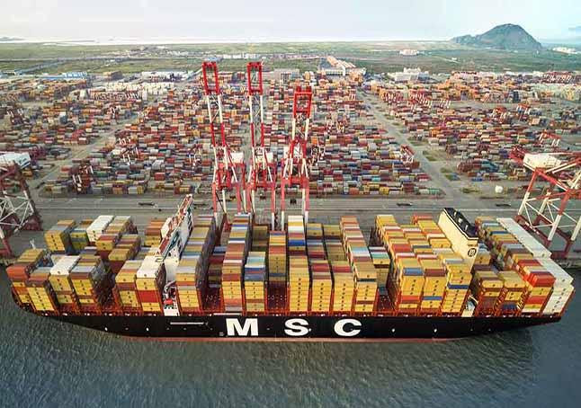 Нестача контейнерів та закриття порту Шанхай